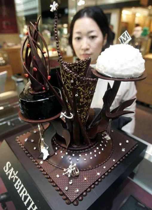 Алмазный шоколадный торт.   Этот необычный шоколадный торт, украшенный настоящими алмазами,