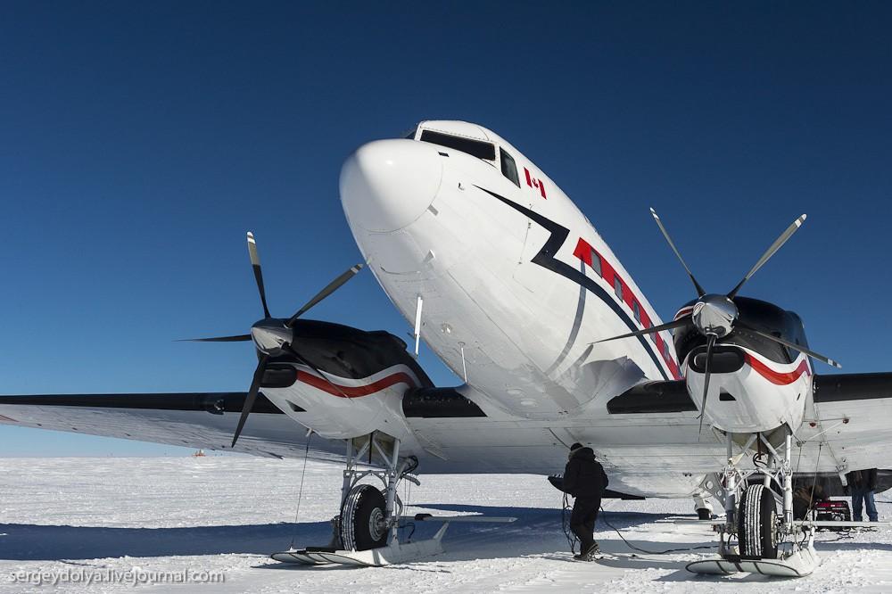 5. Самолет может садиться как на землю, так и на лед.