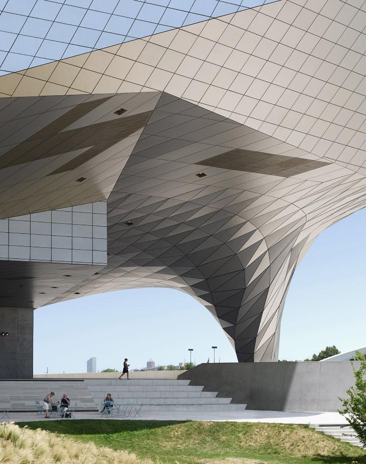 2. Категория «Здания». Терраса на крыше. Швейцарское представительство одной из самых известных стра