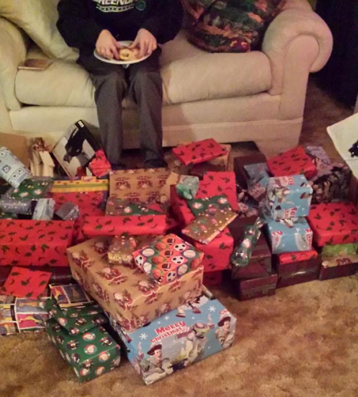 «Друг в шутку сказал своей бабушке, что на Рождество хочет получить 100 подарков из магазина, где вс