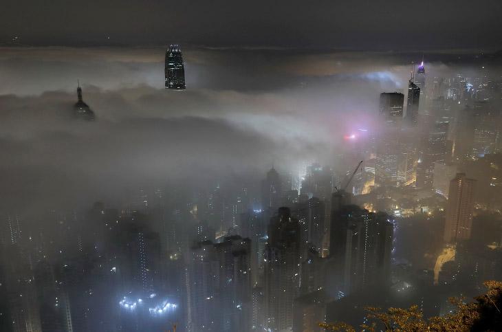 Относительная влажность воздуха при туманах обычно близка к 100 % (по крайней мере, превышает 85-90