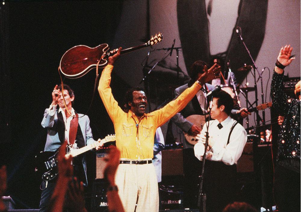 Став популярным, Берри путешествовал с концертами в одиночестве, не заботясь о сопровождающих музыка