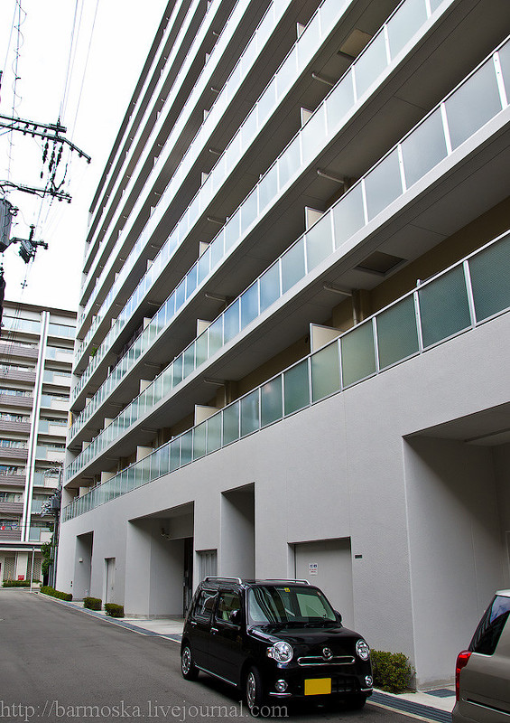 Этажей в доме немного, но в нем, в отличие от многих других новостроек Осаки, большинство квартир мн