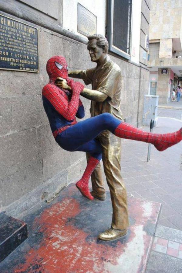 25людей, которые знают, что нужно делать, когда тывидишь статую
