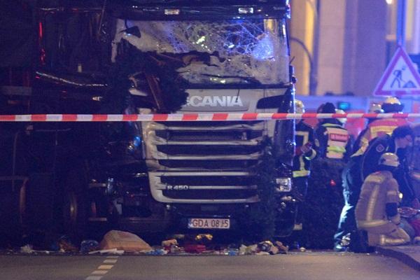 Шофёр въехавшего втолпу фургона вБерлине может быть беженцем