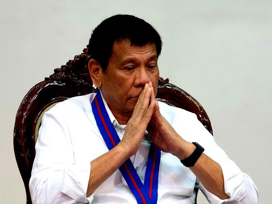 Президент Филиппин объявил, что несбрасывал людей свертолета
