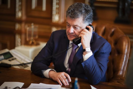 «Ъ» узнал отайном телефонном разговоре Путина иПетра Порошенко