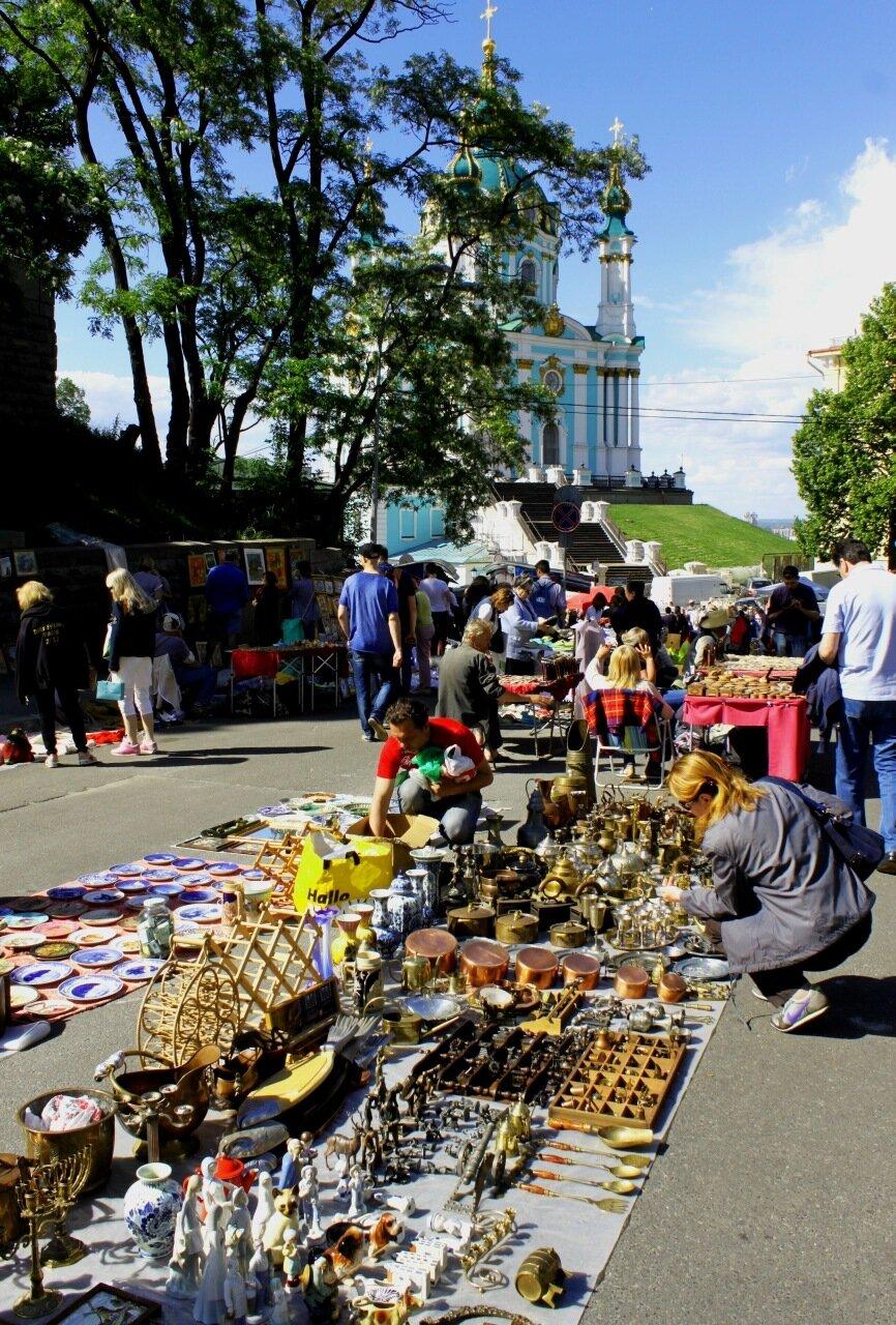 Торговля антиквариатом под Андреевской церковью