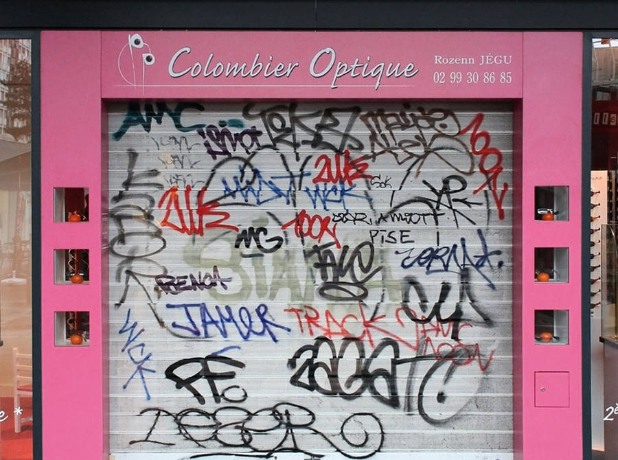 Making Graffitis Legible by Rewriting Them