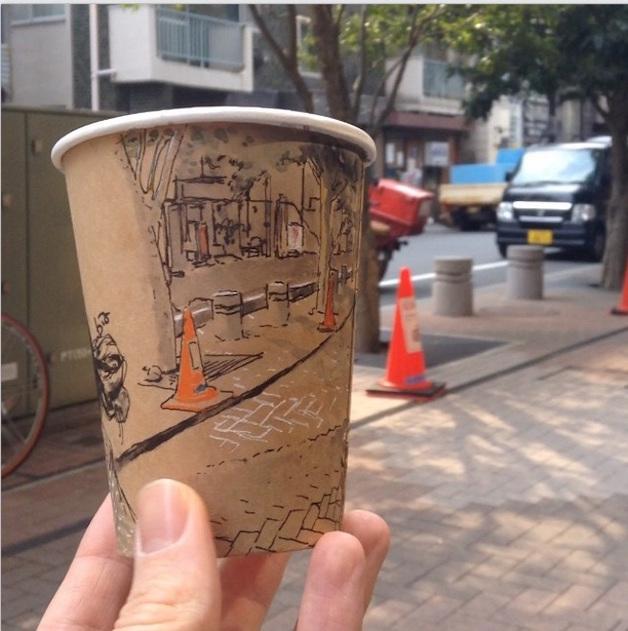 Artista cria ilustracoes panoramicas em copos de cafe