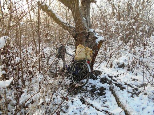 В условиях походных, с велосипедом, снег ... DSCN0276.JPG
