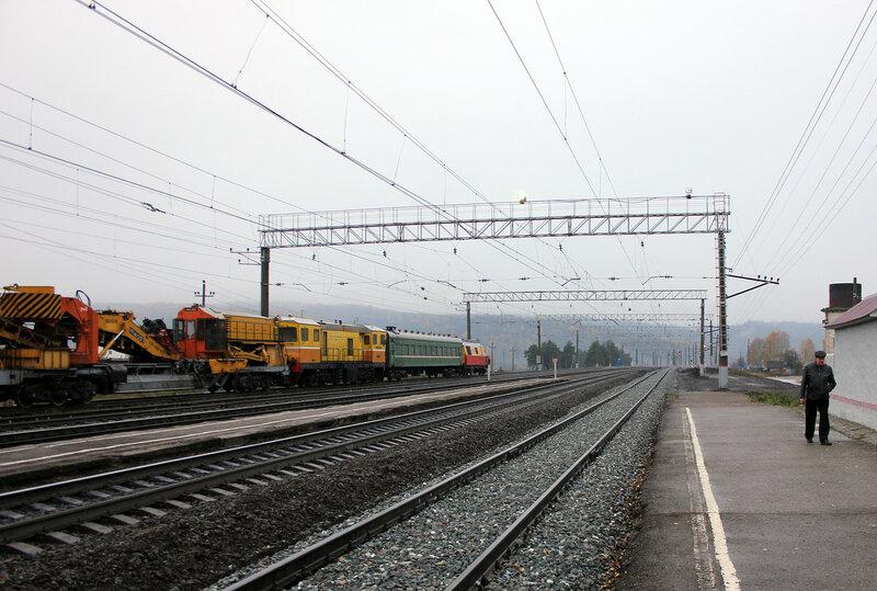 Платформы на станции Симская, вид на Уфу