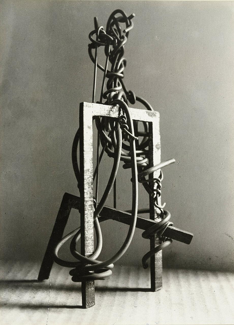 1932. Пикассо. Скульптура (железная проволока)