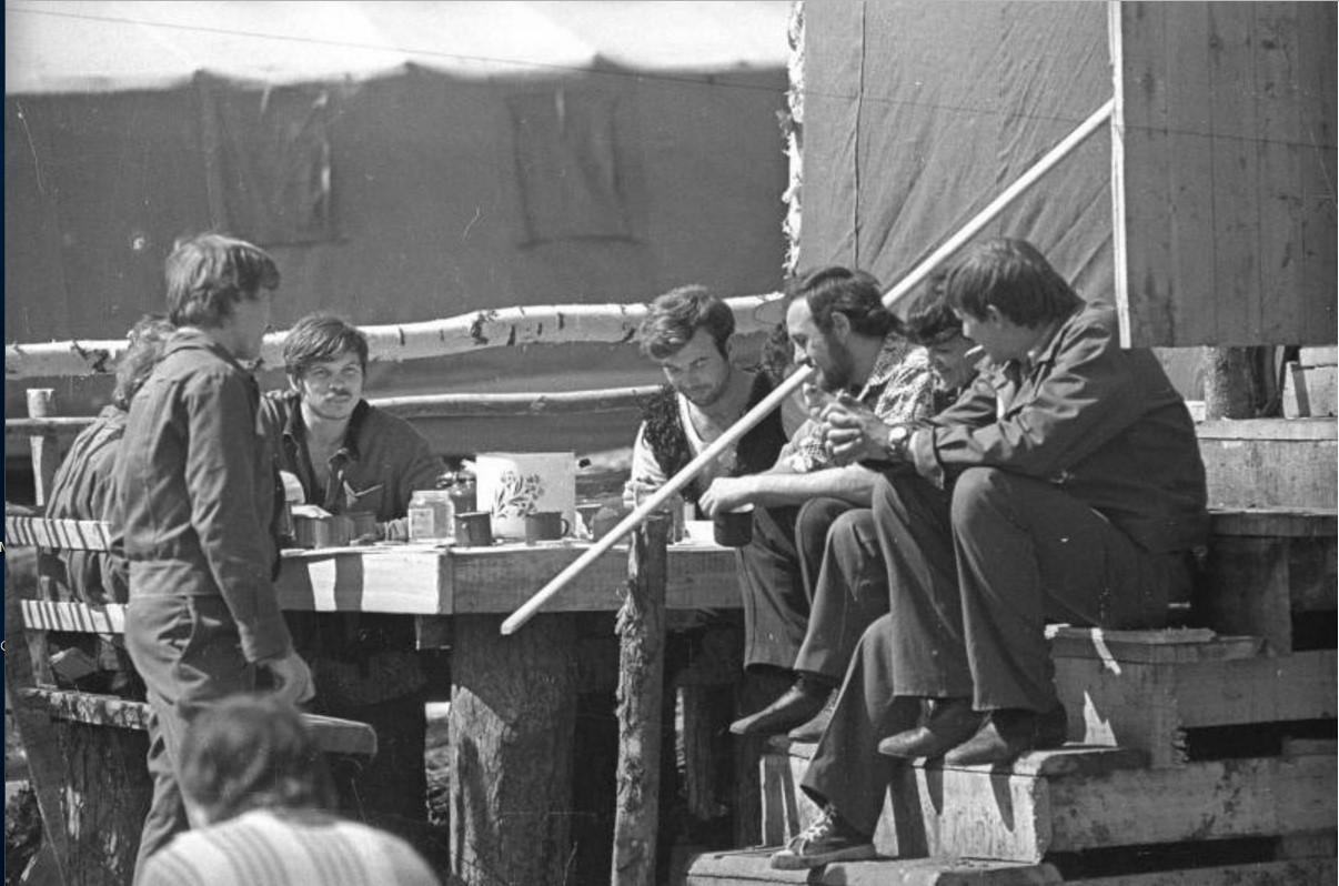 1974. Группа парней - бойцов Всесоюзного комсомольского отряда. Иркутская область. Поселок Звездный