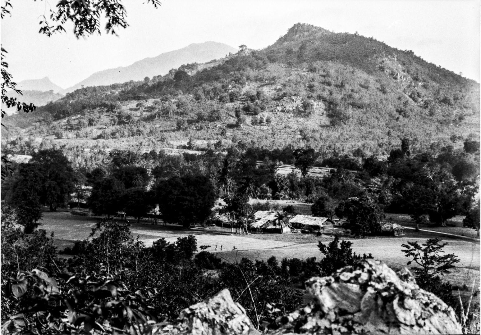 715. Орисса. Вид деревни в горной местности