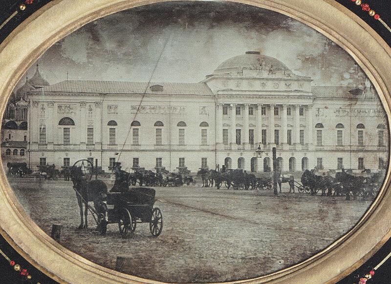 1845-52 Старое здание оружейной палаты (кремлёвские казармы) до перестройки 1852-55 гг..jpg