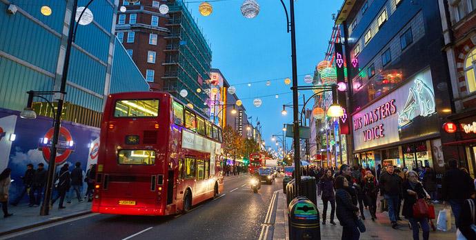 Лондонские жители убегают из города