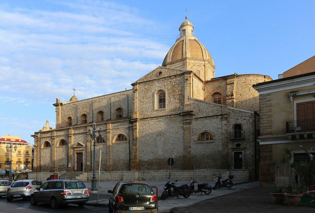 Джела. Проспект Виктора Эммануила (Corso Vittorio Emanuele)Церковь Матери (Chiesa Madre)