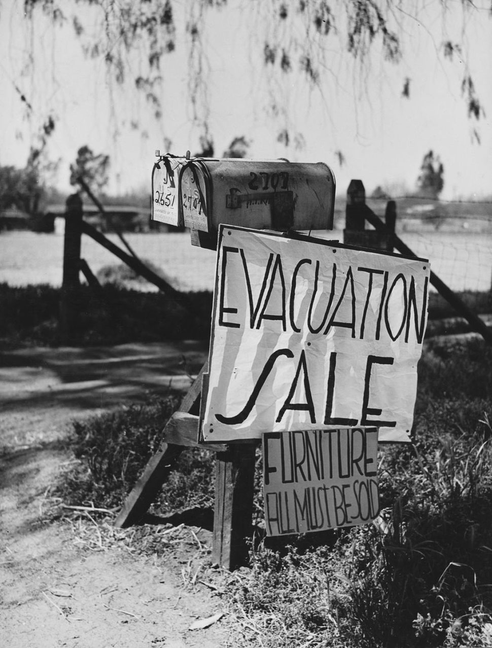 «Продажа по случаю эвакуации. Вся мебель должна быть продана».