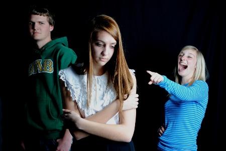 Как реагировать на агрессию?  Обсудите с ребёнком все случаи травли, чтобы он мог отвечать н