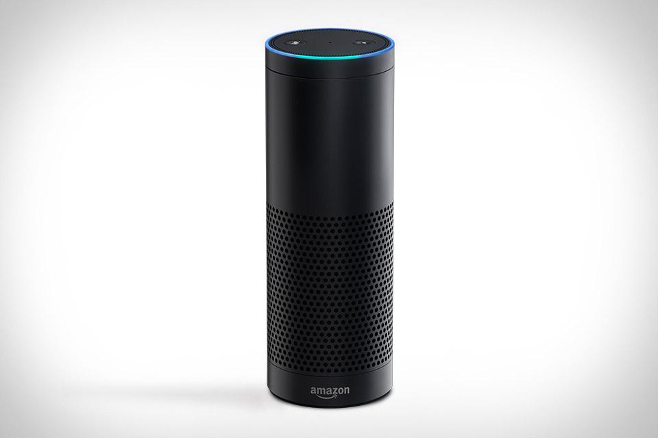 23. Беспроводной спикер Amazon Echo. В нем живет конкурент Сири по имени Алекса, поговорив с которой