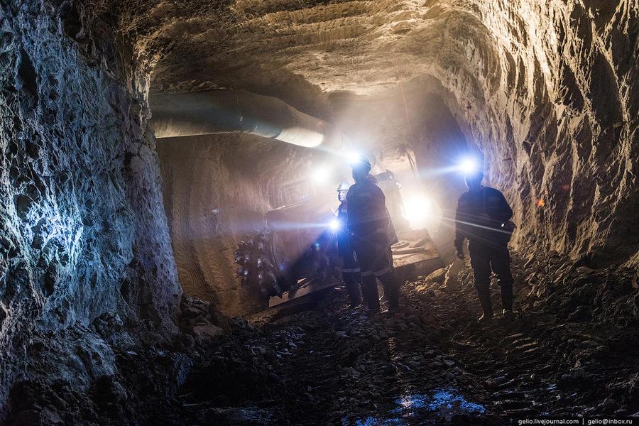 25. А это подземные работы на другой трубке — «Интернациональная» («Интер»). Она расположена в