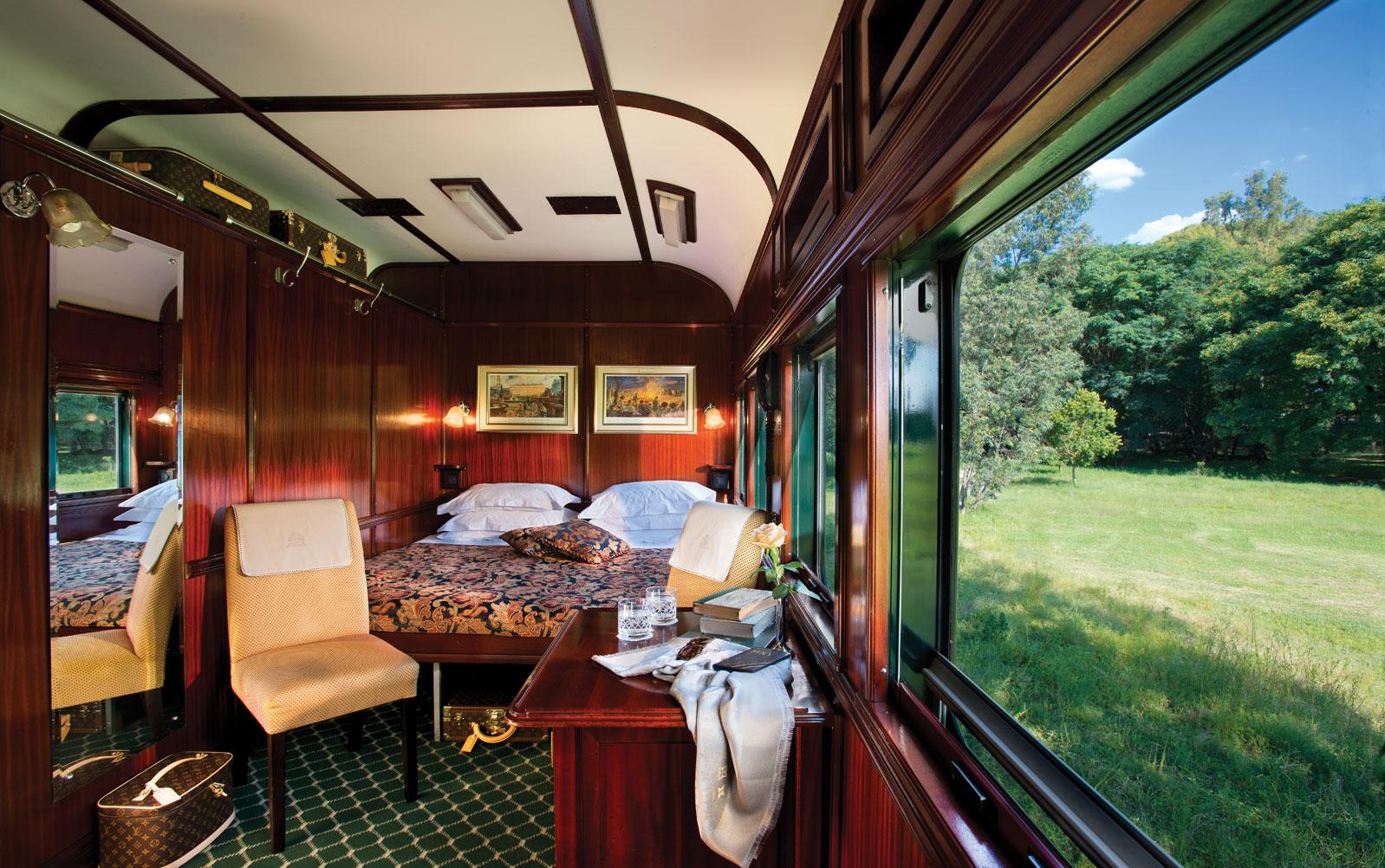 Поезд Rovos Rail Цена за билет: от 1 200 долларов. В хвосте поезда находится вагон с огромными окнам