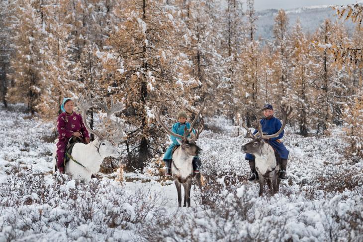 В гостях у сказки: жизнь на озере у Восточных Саян (16 фото)