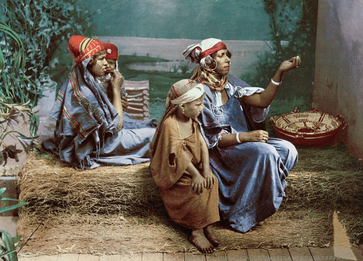 Семья бедуинских попрошаек.