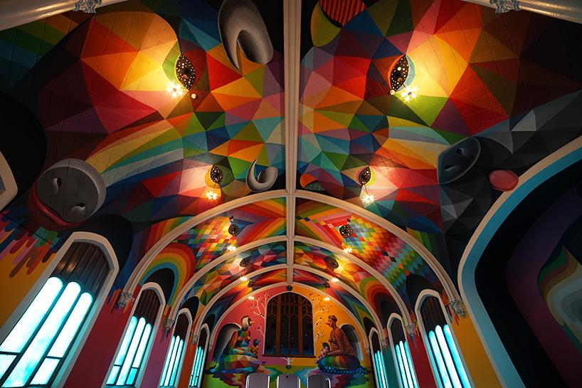 Церковь конопли в Денвере украшенная яркими рисунками