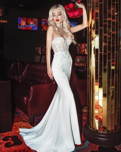 Солистка группы «ВИА Гра» примерила роскошное свадебное одеяние