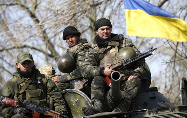 Трое военнослужащих пострадали в итоге обстрелов боевиков вЛуганской области