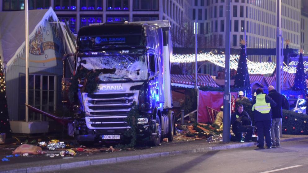 После теракта вБерлине немецкая милиция арестовала нетого человека