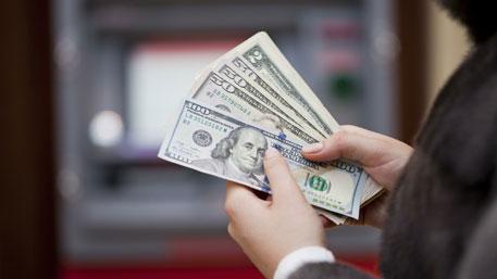 Стали известны условия, при которых доллар может упасть ниже 40 руб.