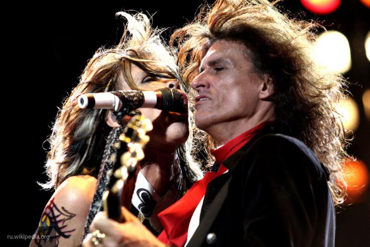 Группа Aerosmith исполнила наконцерте в столице песню вподдержку Манчестера