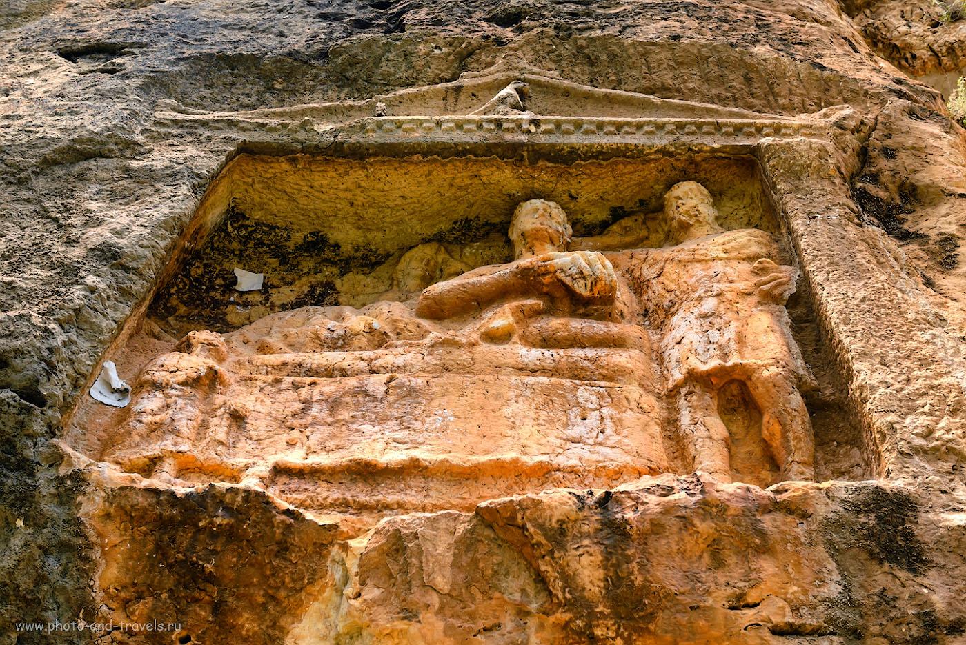 Снимок 20. Вне времени… Кто-то приходил к этой скале с долотом и рубил в скале фигуры людей. Было это… 1800 лет назад… 1/320, 6.3, 320, 48.