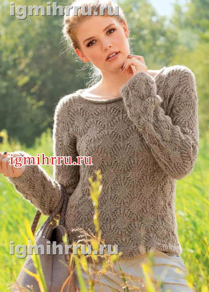 Теплый нежный пуловер со сплошным узором из ромбов. Вязание спицами