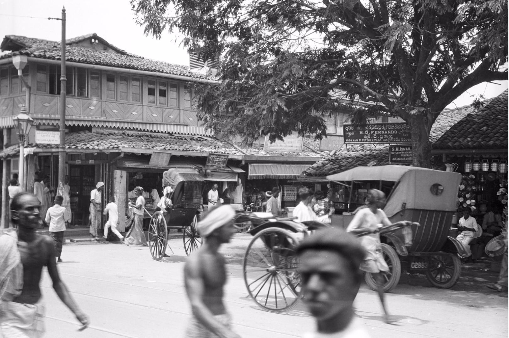 233. Уличная сцена в районе рынка Петтах в Коломбо