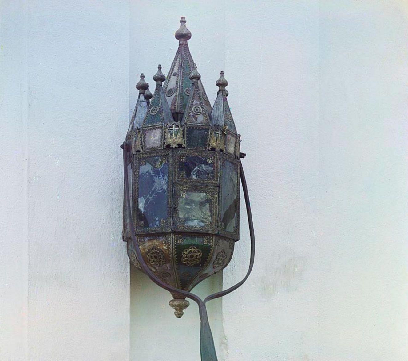 Посад Крохино. Старинный фонарь. В церкви Рождества Христова
