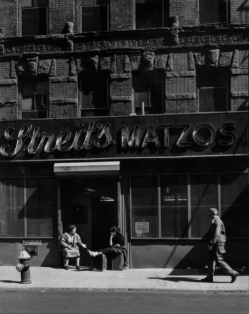 1960. Внешний вид завода на Ривингтон-стрит, когда завод был центральным местом встреч для еврейской общины в Нижнем Ист-Сайде