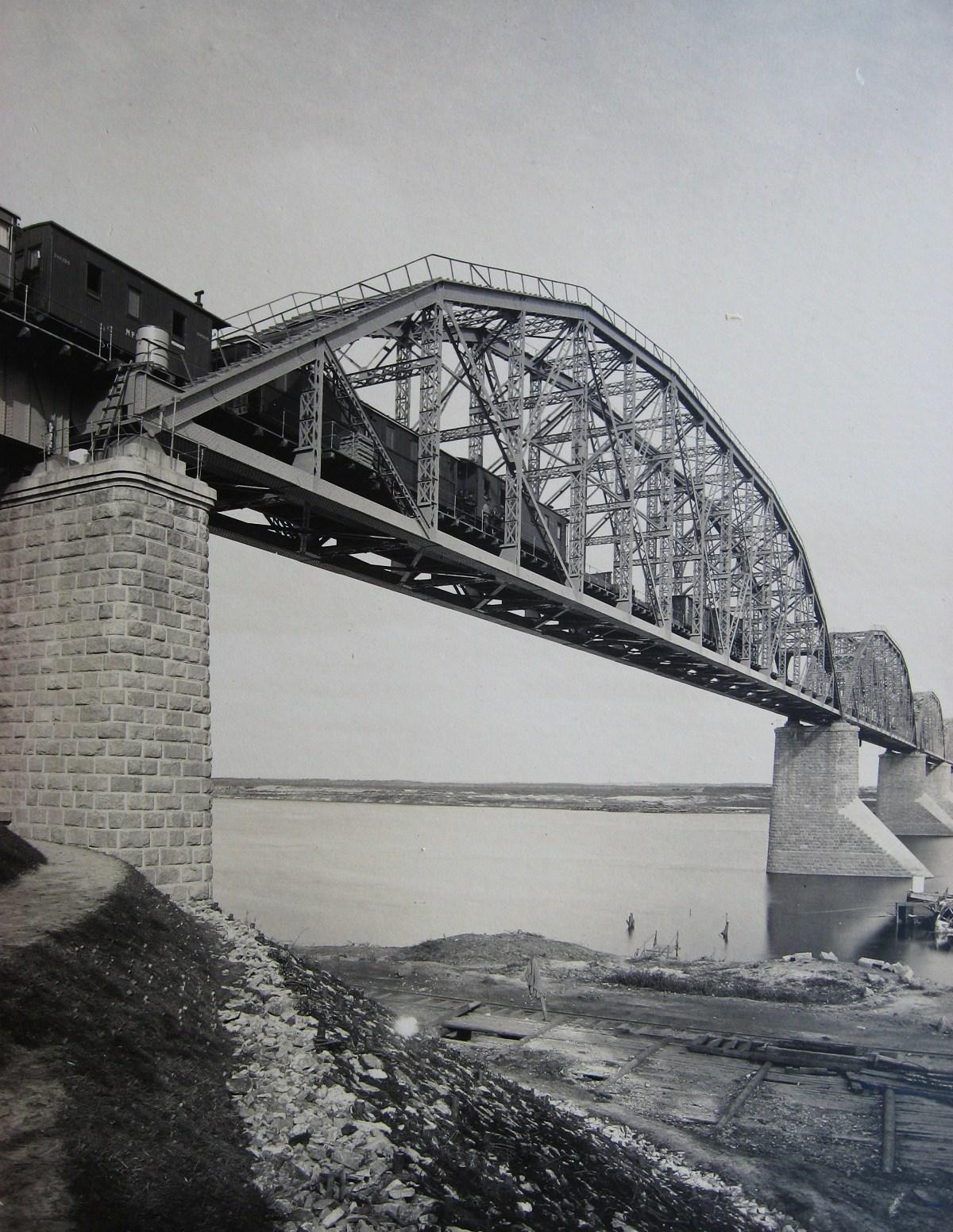 14. Железнодорожный мост через Оку