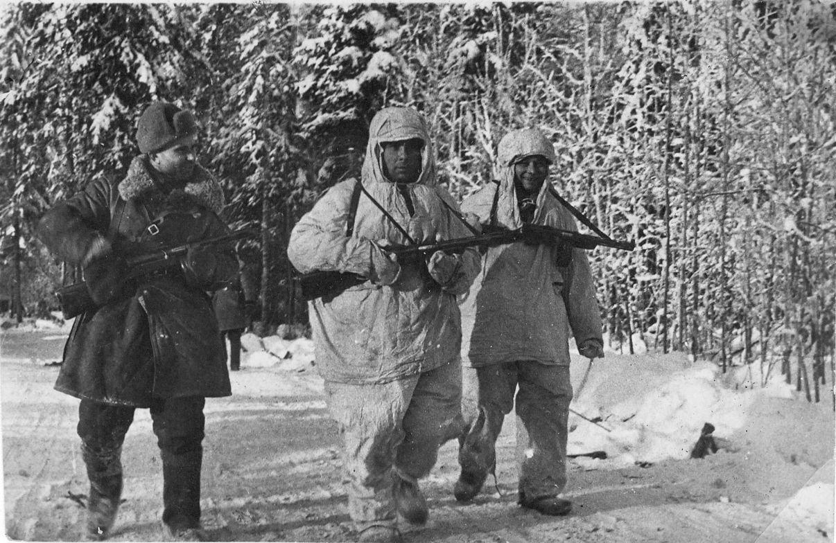 Разведчики.-1942-год.jpg
