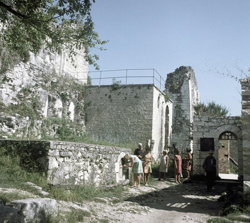1971 Анакопийская крепость на Иверской горе. М. Альперт.jpg