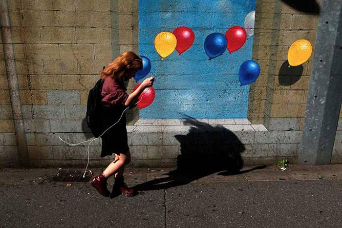 Удивительные уличные фотографии, сделанные в нужный момент