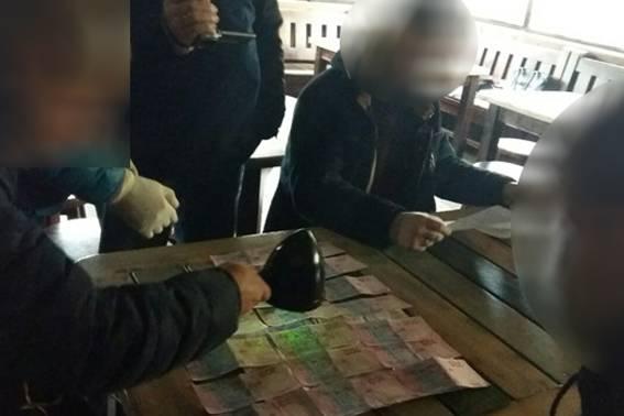 Чиновник Укртрансбезопасности задержан в Черкасской области при получении 5 тыс. грн взятки, - Нацполиция. ФОТО