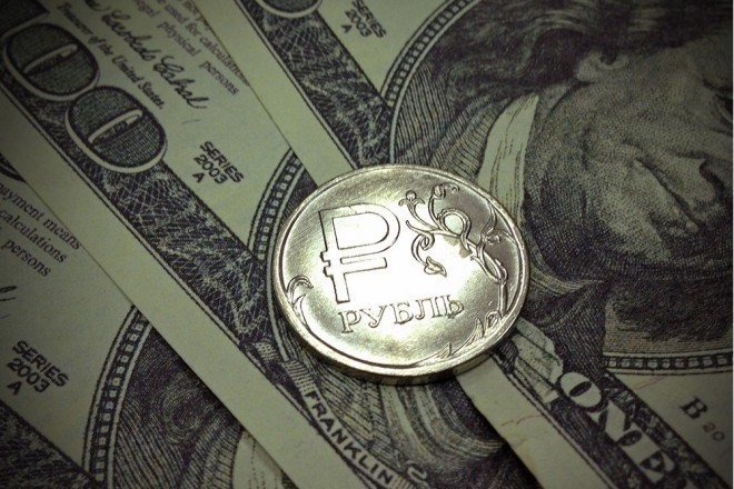 Нацбанк на1 коп. опустил курс гривни кдоллару