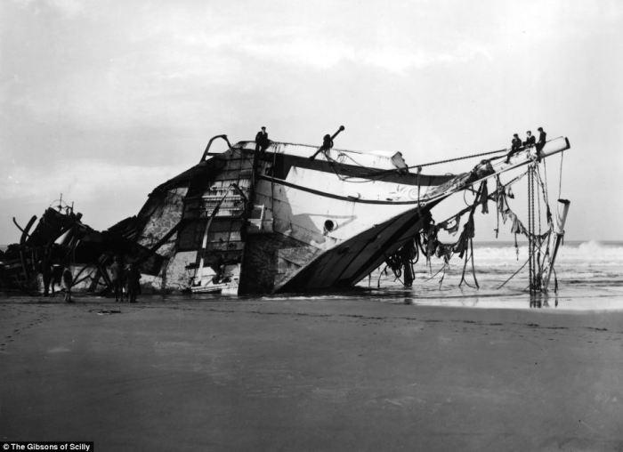 Немецкое торговое судно «Cita» затонуло после того, как ураганные ветра вынесли его на мель, где был