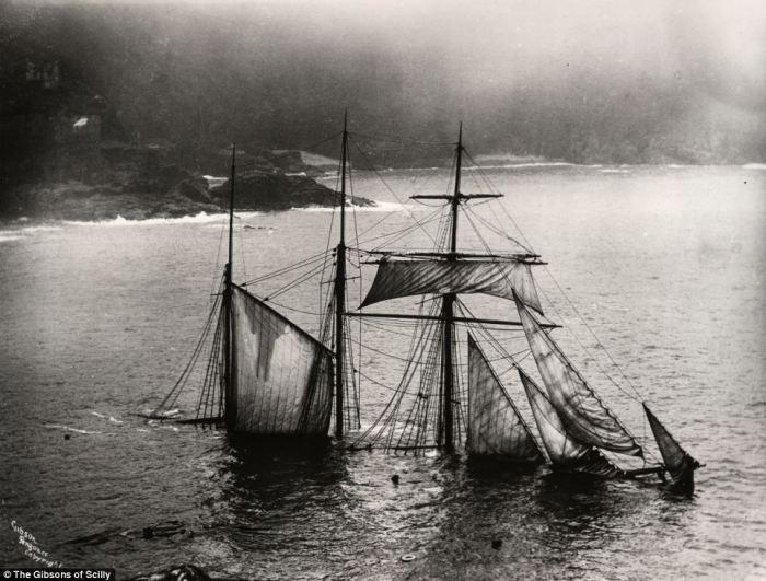 Британский парусный барк «The Cromdale» в густом тумане врезался в Лизард-Пойнт, самую южную точку б