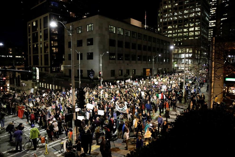 Марш протеста против избрания Дональда Трампа президентом в Сиэтле, штат Вашингтон, 9 ноября 2016 го