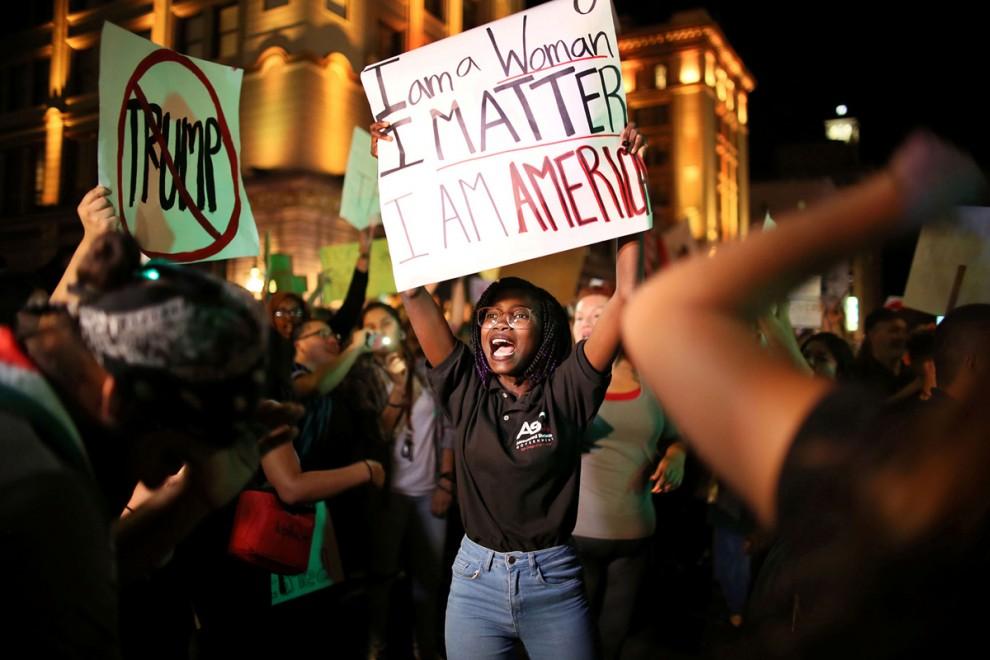 Акция протеста против Дональда Трампа в Сан-Диего, штат Калифорния, 9 ноября 2016 года.